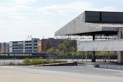 Bilder aus dem Kleinen Grasbrook, Stadtteil in Hamburg -  Übersee Zentrum; in Hintergrund die Lagerhäuser am Saalehafen.