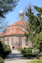 Fotos aus dem Hamburger Stadtteil Niendorf, Bezirk Eimsbüttel. Die Kirche am Markt wurde 1770 fertig gestellt.