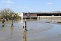 Bilder aus dem Kleinen Grasbrook, Stadtteil in Hamburg -  Moldauhafen; lks. das Lagerhaus D, re. das Überseezentrum.