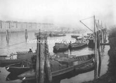 Hafenbecken Saalehafen im Hamburger Hafen - altes Foto, Hafengeschichte Hamburgs.