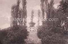 Historische Ansicht vom Gefallenen-Denkmal des I. Weltkriegs im Altonaer Volkspark von Hamburg Bahrenfeld