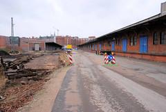 Lagerhallen mit Laderampe und Schiebtoren; ehem. Hamburger Freihafengebiet - jetzt Stadtteil Hafencity.