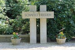 Fotos aus dem Hamburger Stadtteil Niendorf, Bezirk Eimsbüttel; Mahnmal für die Opfer beider Weltkriege.