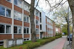 Fotos aus dem Hamburger Stadtteil Groß Borstel, Bezirk Hamburg Nord. Leerstehende Verwaltungshäuser in der Borsteler Chaussee - Baustil 1960er Jahre.