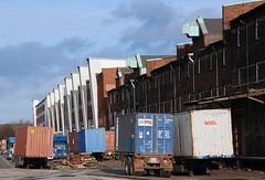 Lastwagen mit Containerladung - Sattelschlepper mit Containern am Dessauer Ufer.