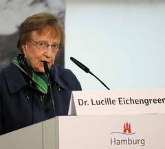 Rede von Dr. Lucille Eichengreen auf dem Festakt zur Einweihung Gedenkort Hannoverscher Bahnhof. Lucille Eichengreen wurde als 16 Jährige 1941 mit ihren Eltern vom Hannoverschen Bahnhof ins Ghetto Litzmannstadt/Lodz deportiert.