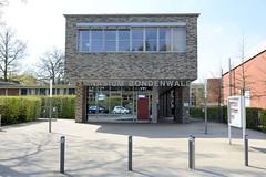 Fotos aus dem Hamburger Stadtteil Niendorf, Bezirk Eimsbüttel; Eingang Gymnasium Bondenwald.