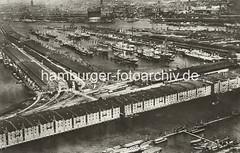 Historische Aufnahme vom Hamburger Hafen - im Vordergrund der Saalehafen mit den Lagerhäusern am Dessauer Ufer
