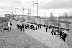 Festakt zur Einweihung des Gedenkorts denk.mal Hannoverscher Bahnhof im Lohsepark in der Hamburger HafenCity. Die Presse wartet am Relikt des Bahnsteigs 2.