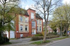 Fotos aus dem Hamburger Stadtteil Groß Borstel, Bezirk Hamburg Nord; leerstehendes historisches Verwaltungsgebäude an der Borsteler Chaussee.