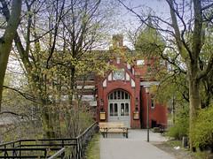 Altes Empfangsgebäude vom Bahnhof Hasselbrook in Hamburg Eilbek. (2001)