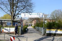 Fotos aus dem Hamburger Stadtteil Niendorf, Bezirk Eimsbüttel; Eingang Grundschule / Bildungshaus Eimsbüttel.