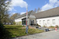 Fotos aus dem Hamburger Stadtteil Groß Borstel, Bezirk Hamburg Nord; Verwaltungsgebäude auf dem Stüver-Gelände. Auf dem 60 000 m² großen Grundstück sollen 400 Wohnungen entstehen.