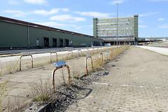 Bilder aus dem Kleinen Grasbrook, Stadtteil in Hamburg -  Übersee Zentrum; Parkplätze.