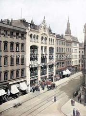 Waarenhaus Hermann Tietz wurde in der Altstadt Hamburgs im  Großen Burstah 1897 eröffnet.. Die neue Filiale am Jungfernstieg - das jetzige Alsterhaus - wurde 1912 eingeweiht.