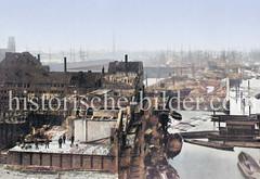 Abriss der Wohnhäuser am Dovenfleet / Zollkanal - Vorbereitung zum Bau der Speicherstadt. Im Hintergrund re. die Niederbaumbrücke und der Jonashafen - lks. der Kaispeicher A.