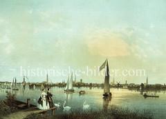 Historische Ansicht der Aussenalster - zwei Damen füttern Schwäne, auf dem Wasser Segelboote / Ruderboote; im Hintergrund das Panorama Hamburgs - re. die Windmühle an der Lombardsbrücke.