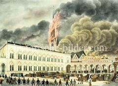 Hamburger Brand von 1842 - das Johanneum wird mit Spritzwasser und Eimerketten vor dem Feuer geschützt; im Hintergrund brennt der Kirchturm der Petrikirche.