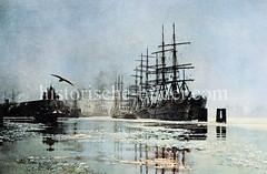 Segelschiffe, Frachtschiffe liegen an den Dalben in der Hamburger Norderelbe vor dem Kirchenpauerkai; lks. die Einfahrt zum Baakenhafen  (ca. 1923).