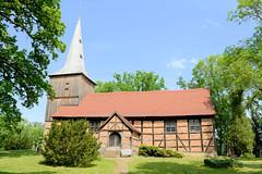 Fachwerkkirche / Dorfkirche von Stuer im Landkreis Mecklenburgische Seenplatte im Bundesland Mecklenburg-Vorpommern