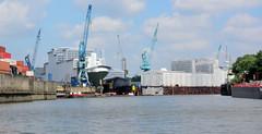 Blick über den Reiherstieg zur Norderwerft in Hamburg Steinwerder - seit 2012 ist die Werft Teil der Lürssen-Werftgruppe.