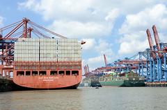 Containerschiffe im Hamburger Hafen / Waltershofer Hafen; re. das Terminal Burchardkai, lks. Eurogate.