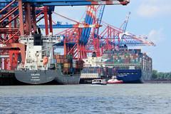 Containerfrachter am Terminal Eurogat im Hamburger Hafen / Waltershofer Hafen.