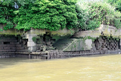 Kaianlage - Melniker Ufer vom Moldauhafen im Hamburger Stadtteil Kleiner Grasbrook.