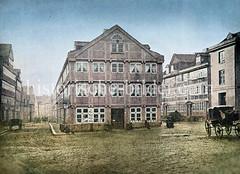 Straße Beim Grünen Sod in der Hamburger Neustadt, nähe Zeughausmarkt - Fachwerkhäuser und Pferdewagen, Kutsche, ca. 1880.