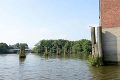 Fotos aus dem Hamburger Stadtteil Kleiner Grasbrook, Bezirk Mitte; Blick über den Moldauhafen zur Sachsenbrücke.