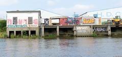 Kaianlage mit Graffiti am Reiherstieg in Hamburg Steinwerder.