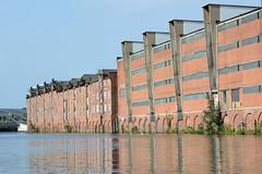 Fotos aus dem Hamburger Stadtteil Kleiner Grasbrook, Bezirk Mitte; Lagerhaus F + G am Dessauer Ufer im Saale-Hafen.