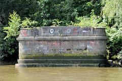 Reste eines Fähranlegers zwischen den Elbbrücken bei der ehem. Veddeler Elbe in Hamburg Veddel.
