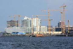 Panorama der Gebäude am Standkai in der Hamburger Hafencity.
