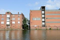Fotos aus dem Hamburger Stadtteil Kleiner Grasbrook, Bezirk Mitte; Lagerhaus G und F am Dessauer Ufer im Saale-Hafen.