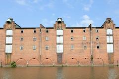 Fotos aus dem Hamburger Stadtteil Kleiner Grasbrook, Bezirk Mitte; Lagerhaus G am Dessauer Ufer im Saale-Hafen.