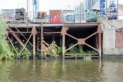 Fotos aus dem Hamburger Stadtteil Kleiner Grasbrook, Bezirk Mitte; rostige Kaianlage im Grenzkanal / Steinwerder Hafen.