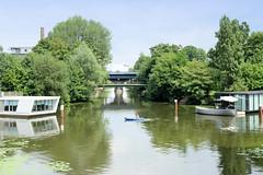 Blick über das Hochwasserbassin in den Südkanal von Hamburg Hammerbrook.