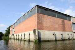 Fotos aus dem Hamburger Stadtteil Kleiner Grasbrook, Bezirk Mitte; Lagerhaus D im Moldauhafen.