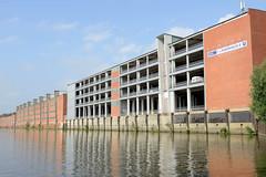 Fotos aus dem Hamburger Stadtteil Kleiner Grasbrook, Bezirk Mitte; Lagerhaus E (Parkhaus), F und G am Dessauer Ufer im Saale-Hafen.