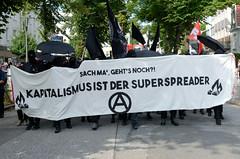 """Demonstration """"Wer hat der gibt"""" in Hamburg Blankenese am 21.08.21; Transparent - Kapitalisumus ist der Superspreader."""