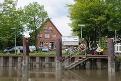 Fähranleger von Hamburg Cranz - Fährhaus. Der Fähranleger von Cranz kann von der Personenfähre bei Niedrigwasser nicht angefahren werden.