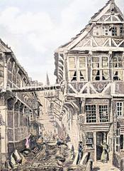 Hof auf den Langen Mühren 69 in der Hamburger Altstadt - Verbindungsweg zwischen Spitaler Straße und Steinstraße an der Befestigungsmauer Hamburgs. Im Hintergrund die Kirchturmspitze der Jacobikirche.