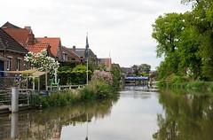 Wohnäuser in Estebrügge direkt an der Este. Blick auf die Drehbrücke von Estebrügge; bei Hochwasser ist die Durchfahrtshöhe für Sportboote recht gering. Seit dem Mittelalter war die Brücke bei Estebrügge die einzige Querungsmöglichkeit im Unterlauf d