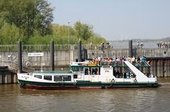 Fähranleger Neuenfelde an der Estemündung vor dem Estesperrwerk. Auch die Passagiere des Schiffs die nach Cranz möchten, müssen bei Niedrigwasser in Neuenfelde aussteigen.