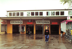Alter Eingang zum Busbahnhof in Hamburg St. Georg vor dem Umbau, 2000.